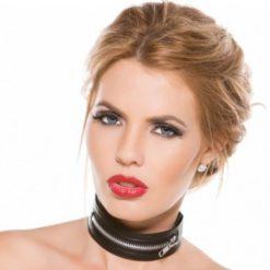 zipped collar
